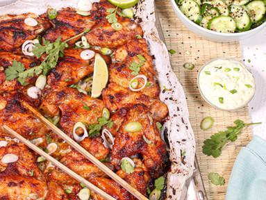 Gochujang Chicken Wings mit Sesam-Gurken & Frühlingszwiebel-Mayo