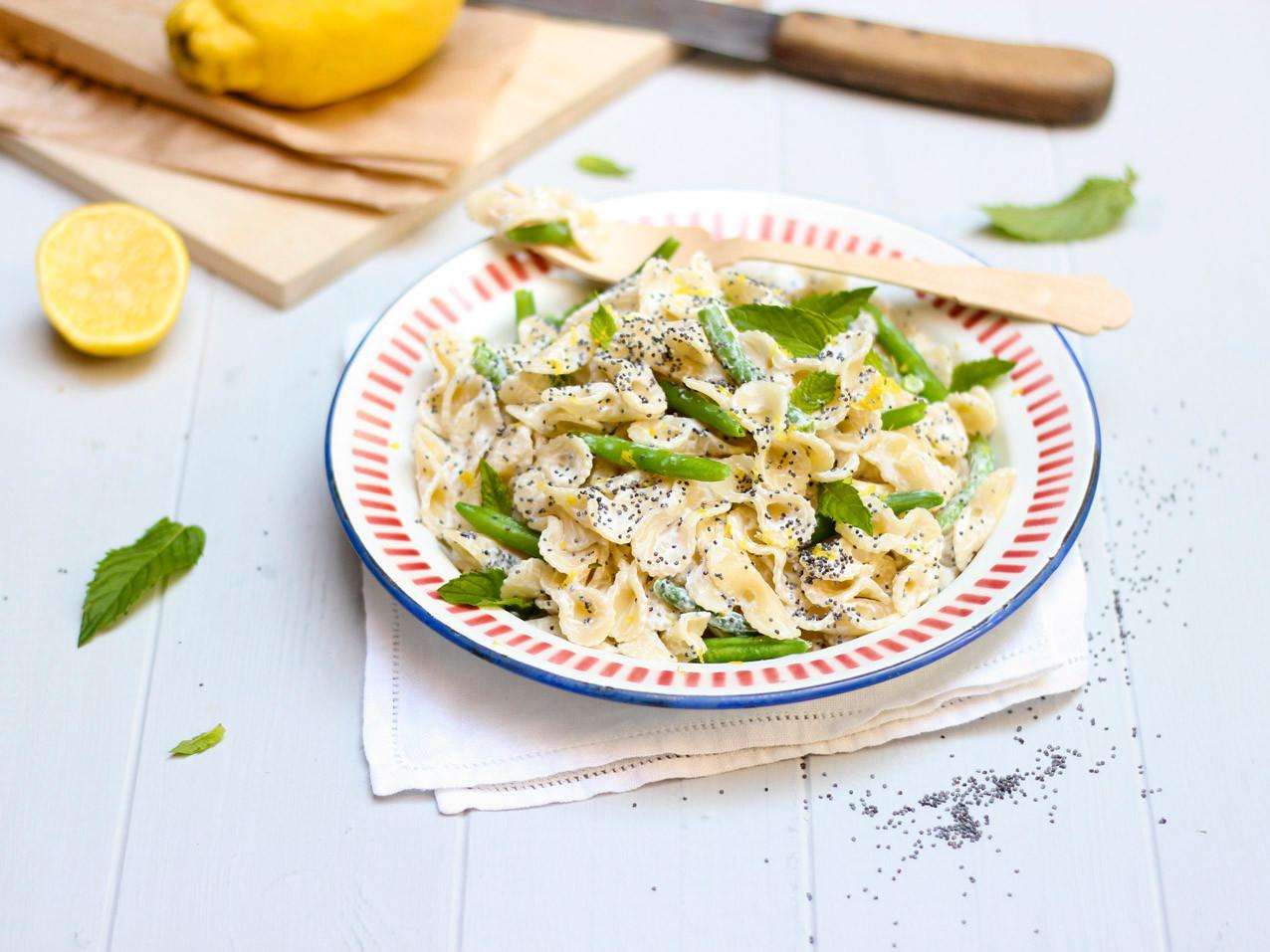 Nudelsalat mit Mohn, Zitrone, grüne Bohn
