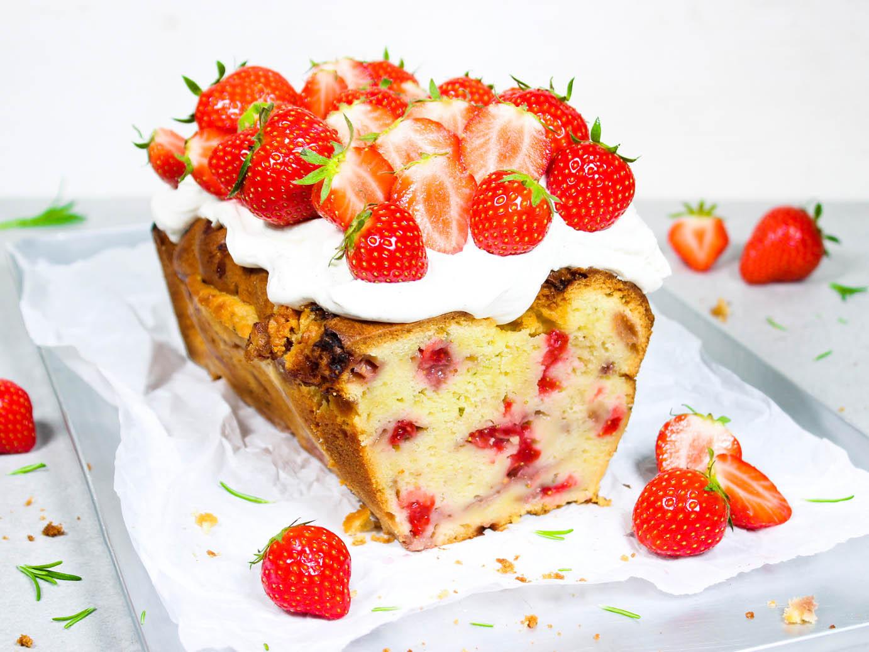 Erdbeerkuchen mit Rosmarin & Vanille-Frischkäse