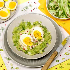 Eier in Senfsoße, Dill-Stampf & Gurken-Salat mit Senfkaviar