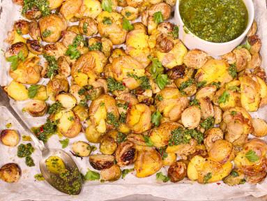 Rosenkohl & Kartoffeln vom Blech mit Ingwer-Orangen-Chimichurri