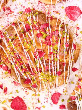 Erdbeer-Kränze mit Frischkäse, weißer Sc