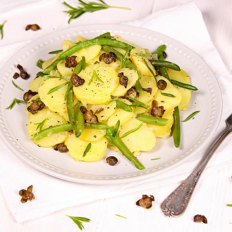 Kartoffelsalat mir frittierten Kapern & grünen Bohnen