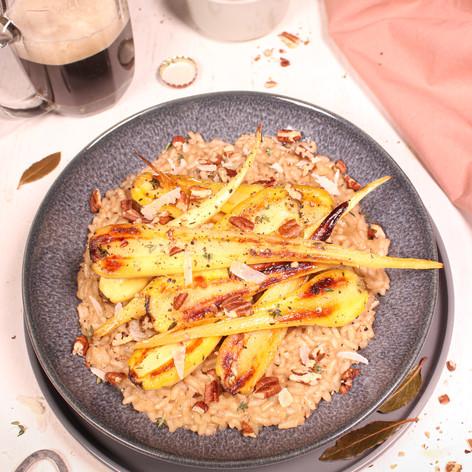 Schwarzbier-Risotto mit karamellisierten Pastinaken & Pecannüssen