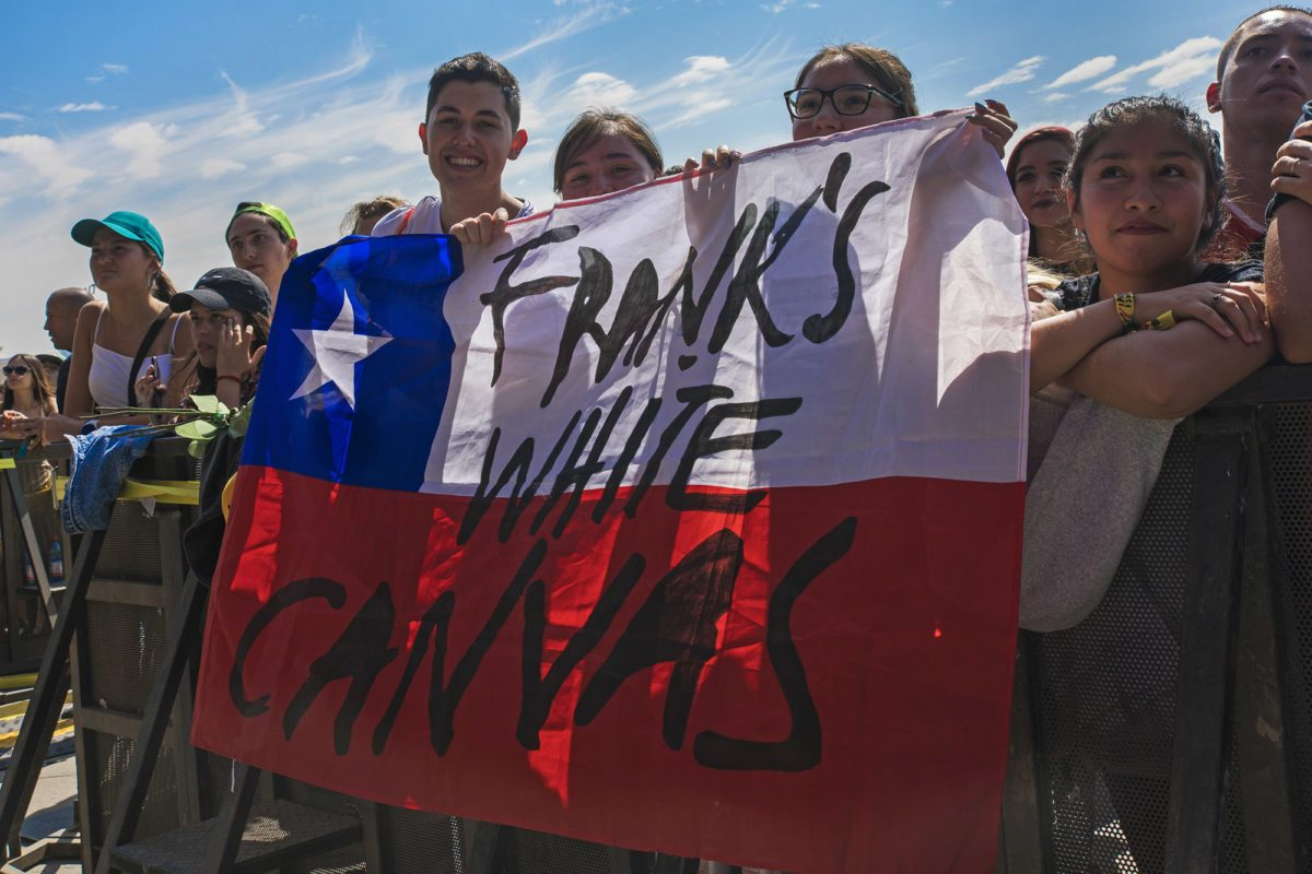 franks-white-canvas-lollapalooza-chile-0