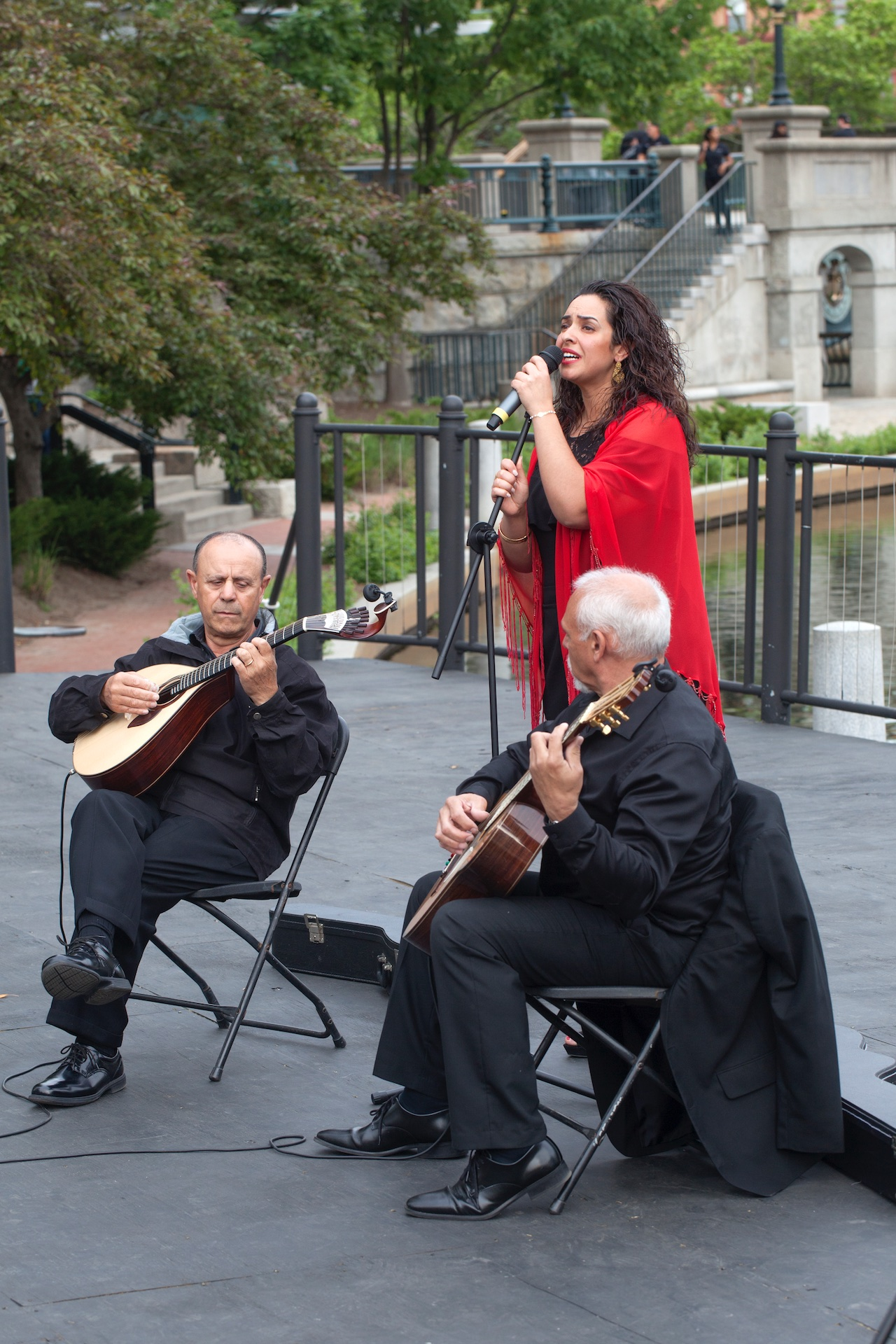 fado-performance-by-tania-dasilva-on-waterplace-park-basin-stage_40984420300_o