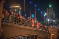 the-flags-of-the-united-states-of-america-and-portugal-adorn-waterplace-park-bridge_40984418710_o