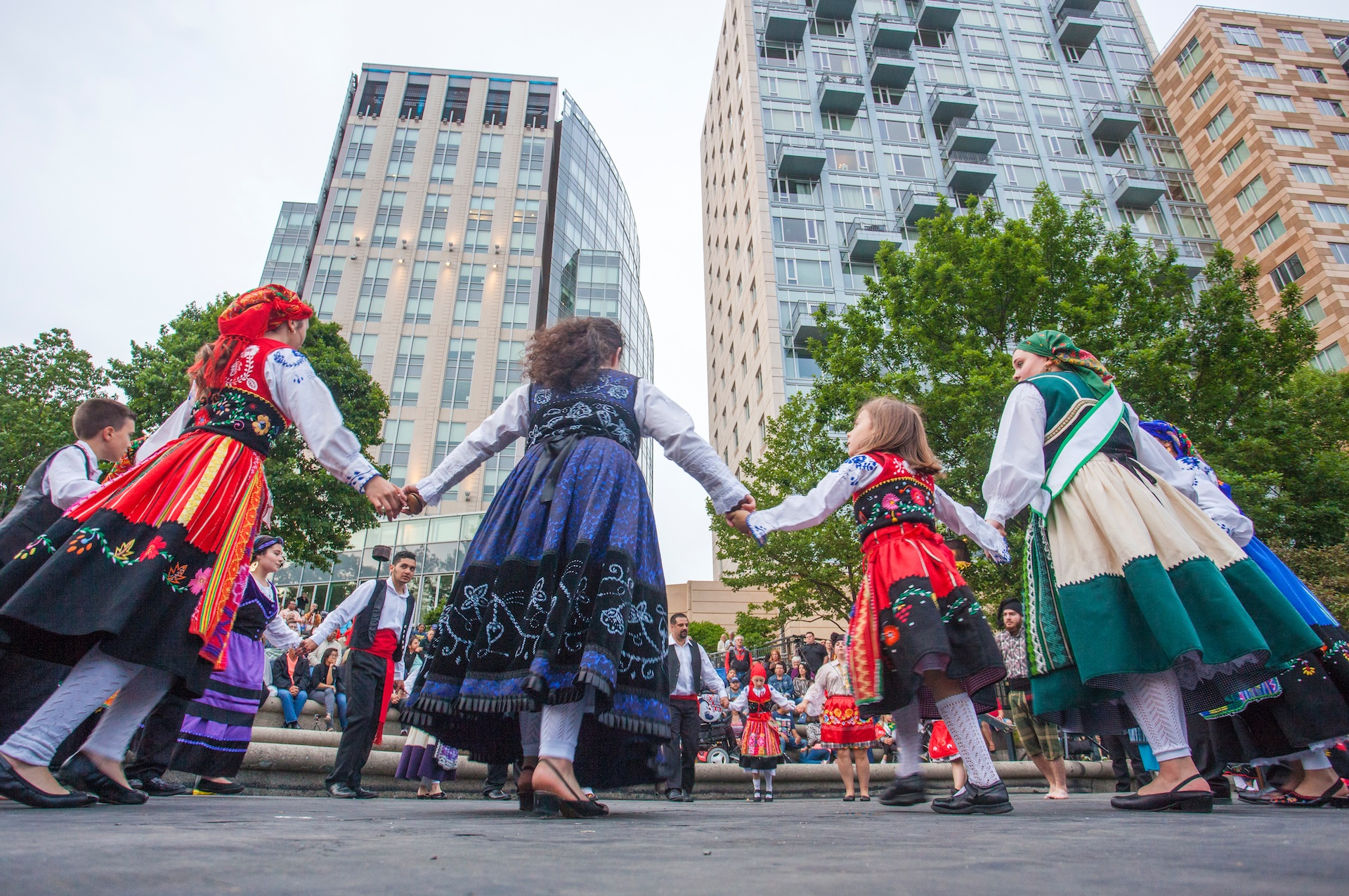 folkloric-dance-performance-on-waterplace-park-basin-stage_27925820647_o