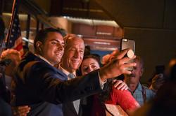 portuguese-president-marcelo-rebelo-de-sousa-takes-a-selfie_27925815157_o