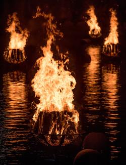 braziers-burning-brightly_40984417920_o