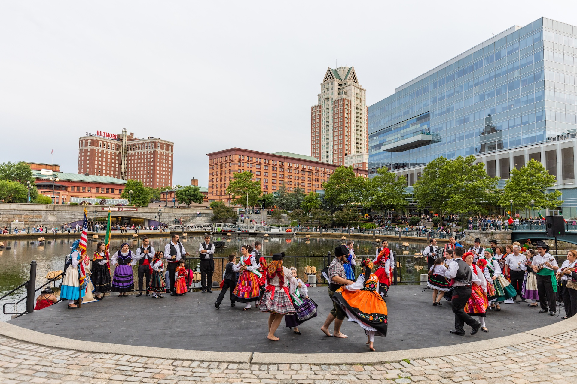 folkloric-dance-performance-on-waterplace-park-basin-stage_40984416660_o