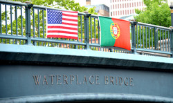 the-flags-of-the-united-states-of-america-and-portugal-adorn-waterplace-park-bridge_42795094961_o