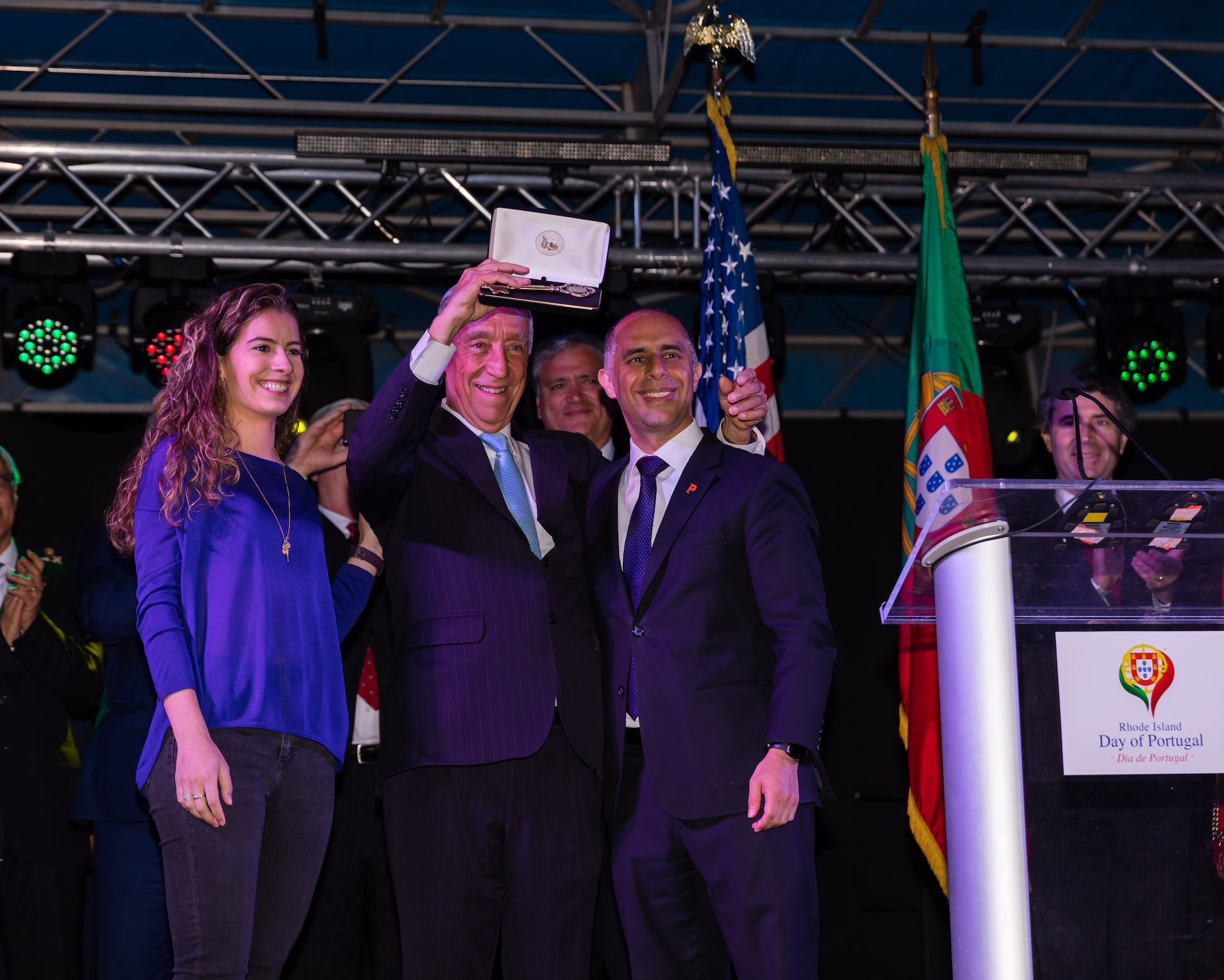 providence-mayor-jorge-elorza-presents-the-key-to-the-city-to-portuguese-president-marcelo-rebelo-de