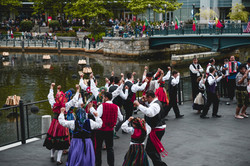 folkloric-dance-performance-on-waterplace-park-basin-stage_27925814567_o