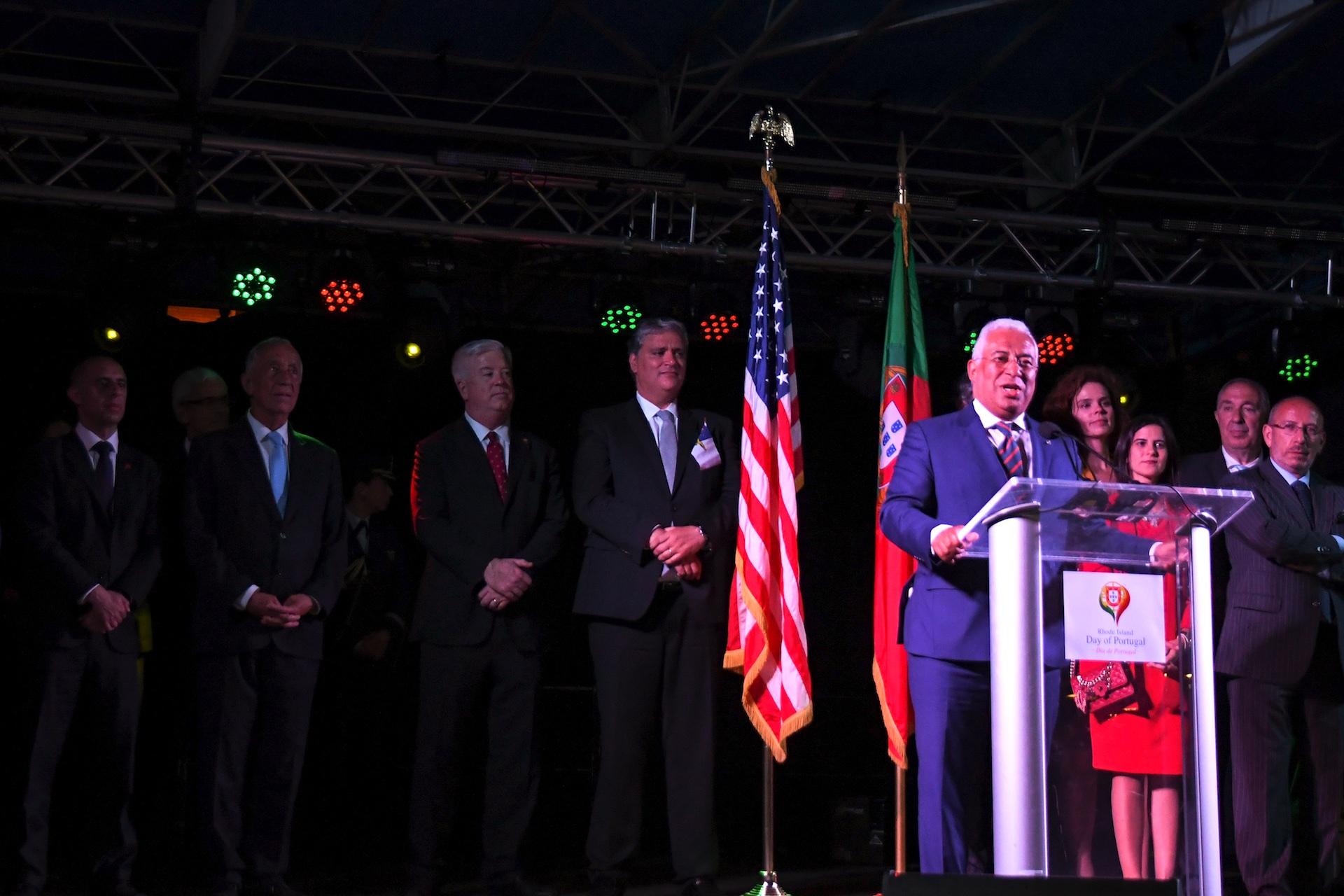 prime-minister-antonio-costa-addresses-the-crowd-in-the-alex-and-ani-city-center_41893860005_o