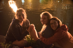 waterfire-visitors-sit-by-the-fires-in-waterplace-park_41893863215_o