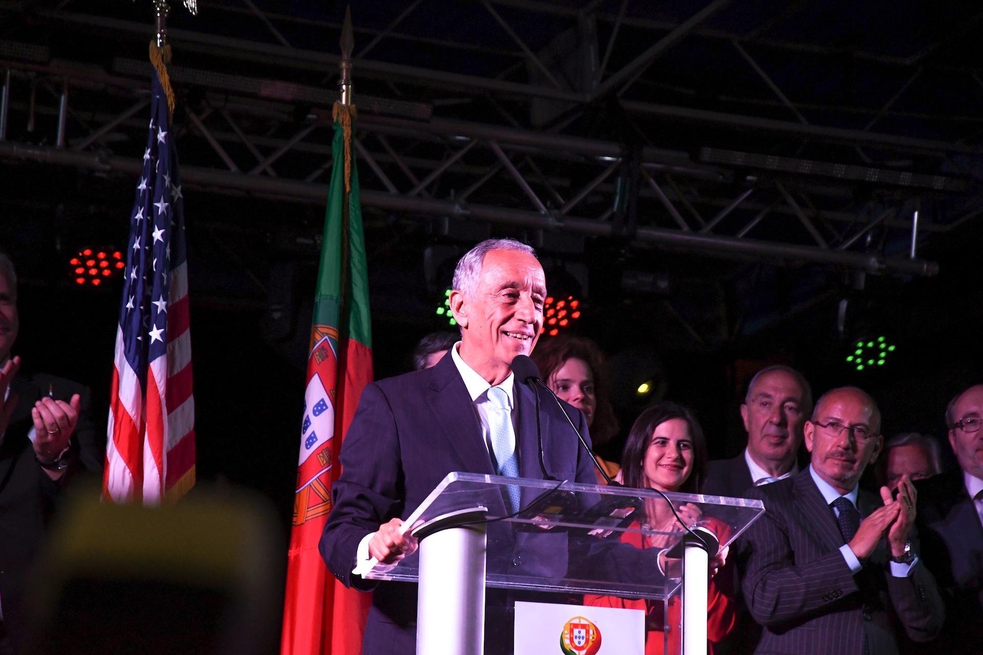 portuguese-president-marcelo-rebelo-de-sousa-addresses-the-crowd-in-the-alex-and-ani-city-center_279