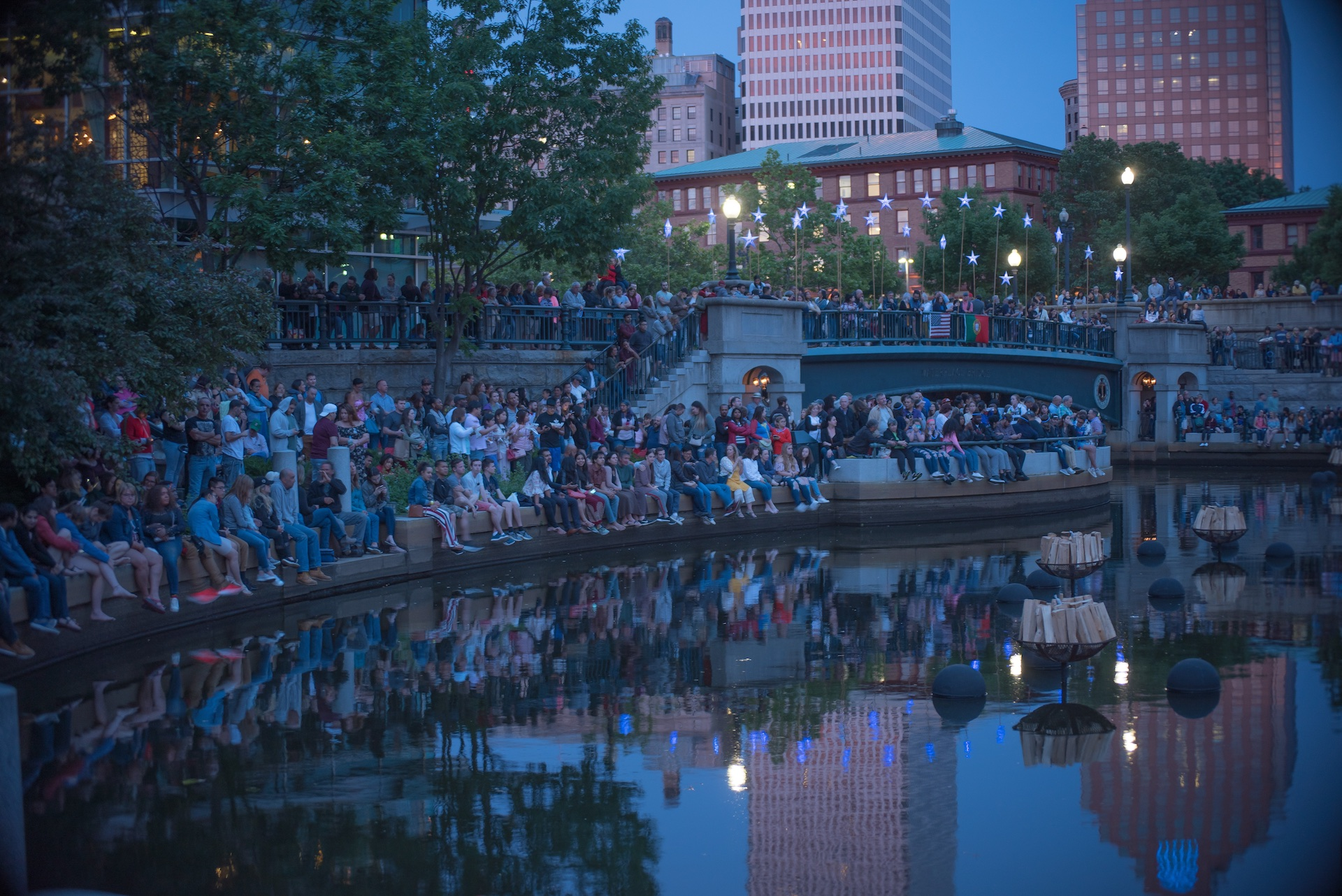 providence-and-its-visitors-reflect-in-the-basin-before-waterfire-is-lit_40984417590_o