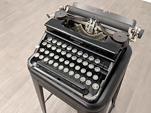 tennessee-williams-typewriter-4.webp