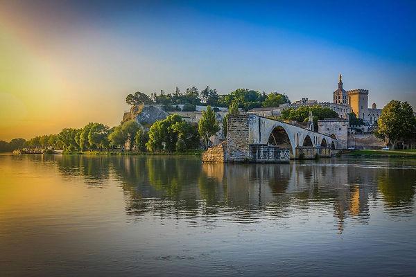 Avignon_pont_Saint-Beenezet_aouut_2013-0