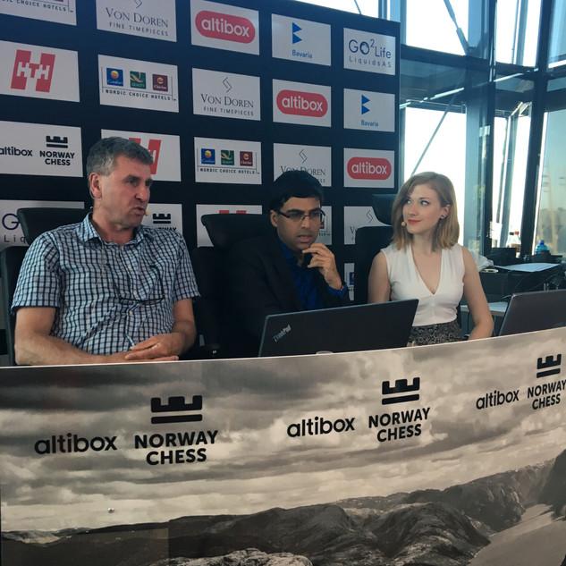 Commentator Simen Agdestein, Vishy Anand and Anna Rudolf