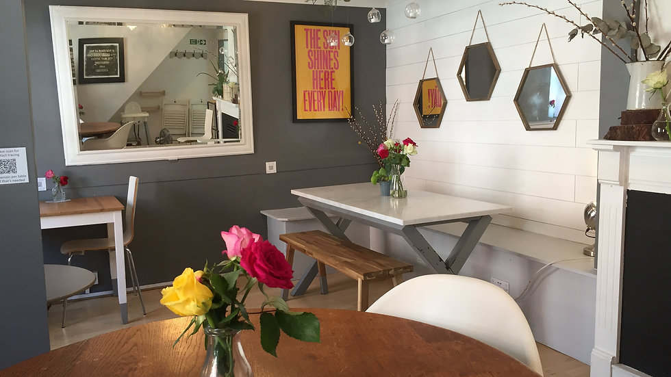 WED 25 AUG : table inside for 2-3 people