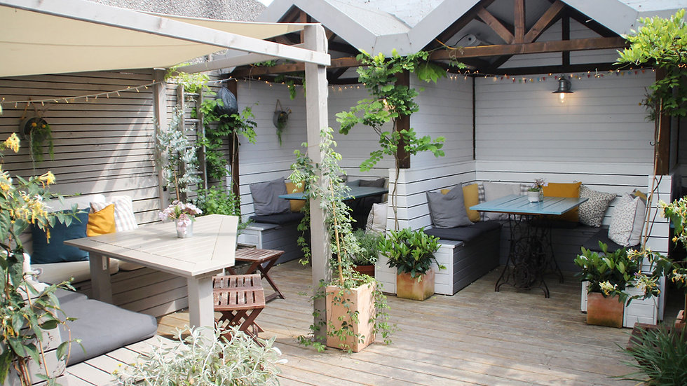 WED 25 AUG : covered outside booth for 4-6 people