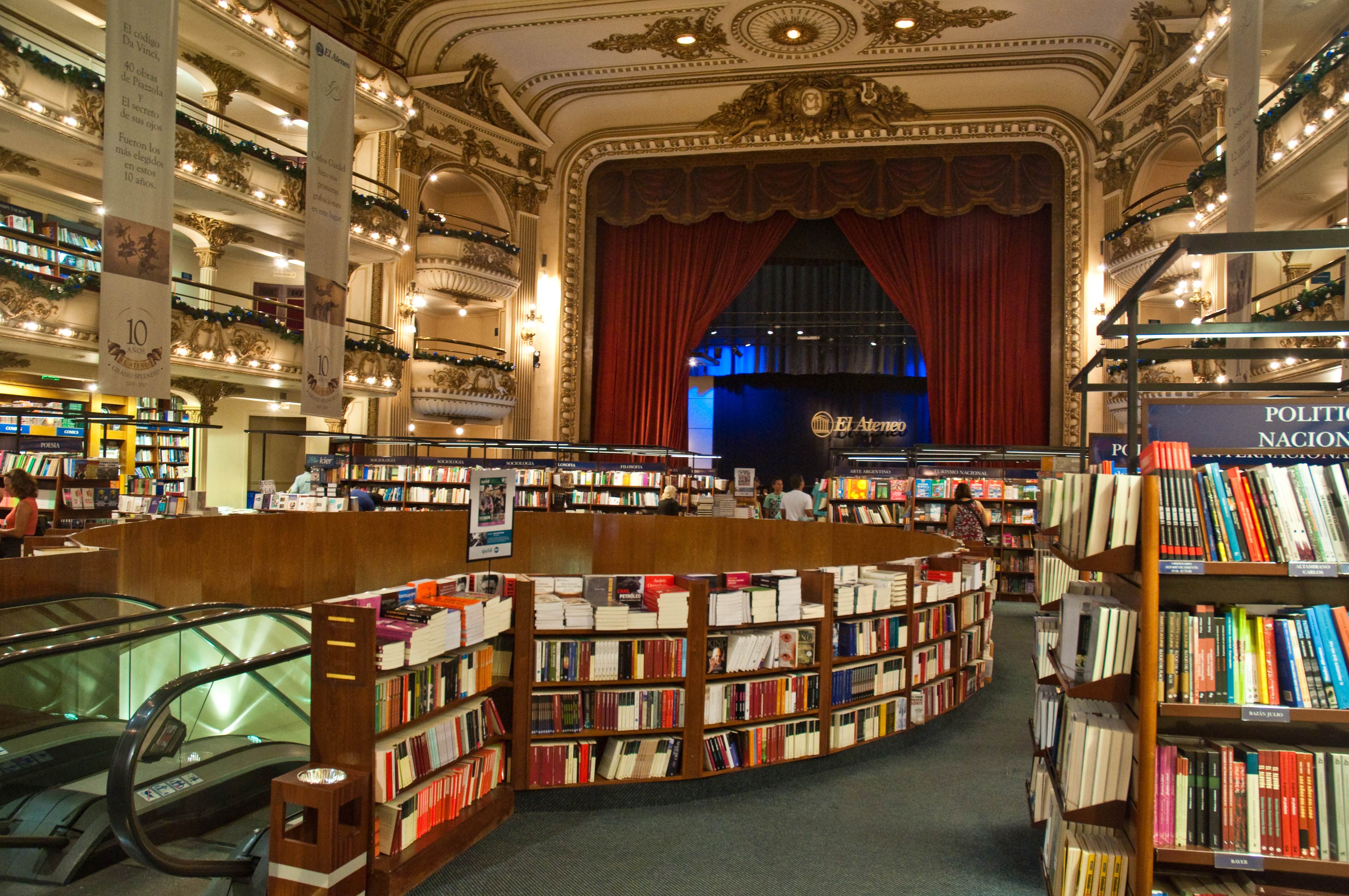 El_Ateneo_Grand_Splendid_Bookshop,_Recoleta,_Buenos_Aires,_Argentina,_28th._Dec._2010_-_Flickr_-_Phi