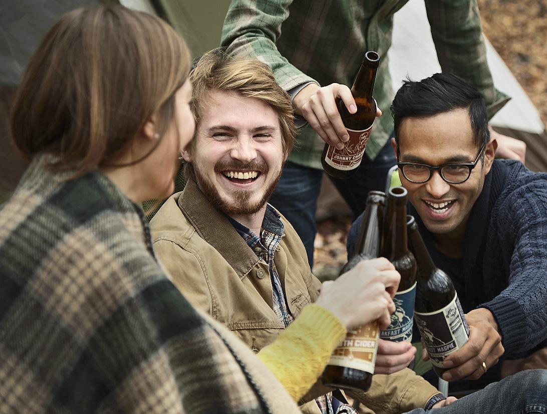 NewDay 2964_friends sitting clinking bottles