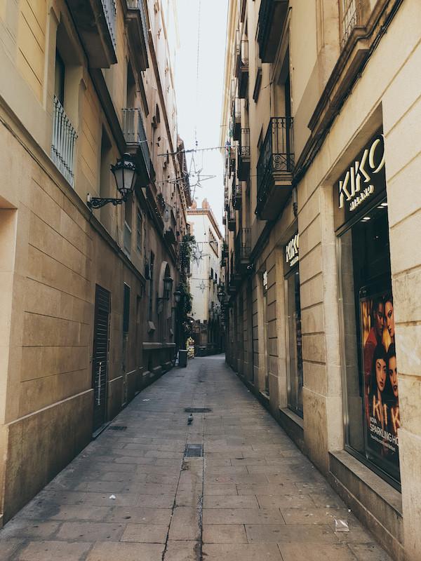 Barcelona, Gaudi, Altstadt, Gasse