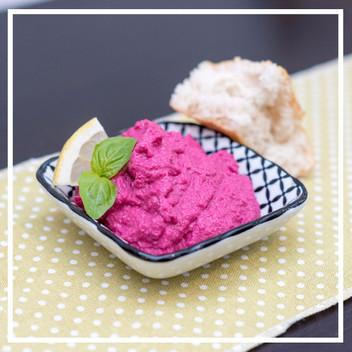 Heute essen wir pink: Sommerlicher Feta-Aufstrich