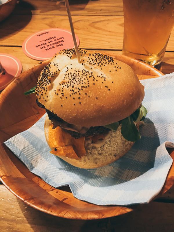 Makamaka, Restaurant, Burger
