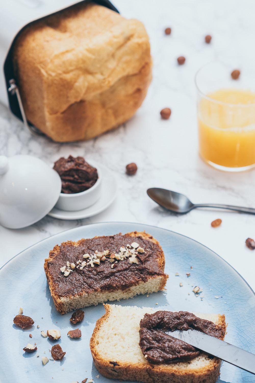 Veganes Nutella, Brot, Orangensaft