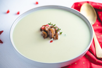 Selleriecremsuppe mit glasierten Maroni