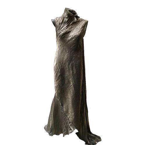 Vestido longo nervurado com capa
