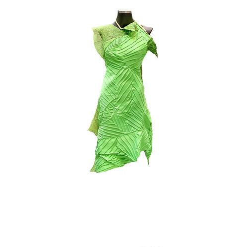 Vestido tafetá nervurado bordado com nesgas