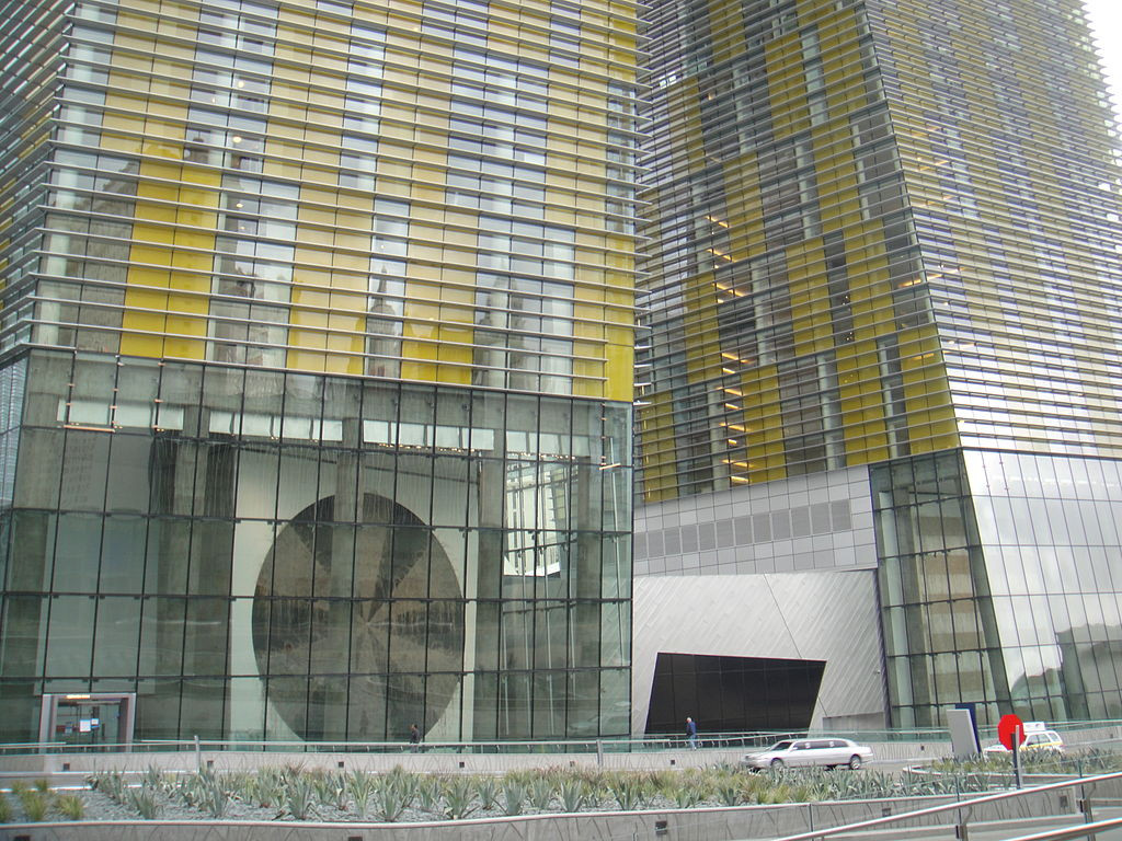 1024px-Veer_Towers_-_West_Lobby_-_2010-0
