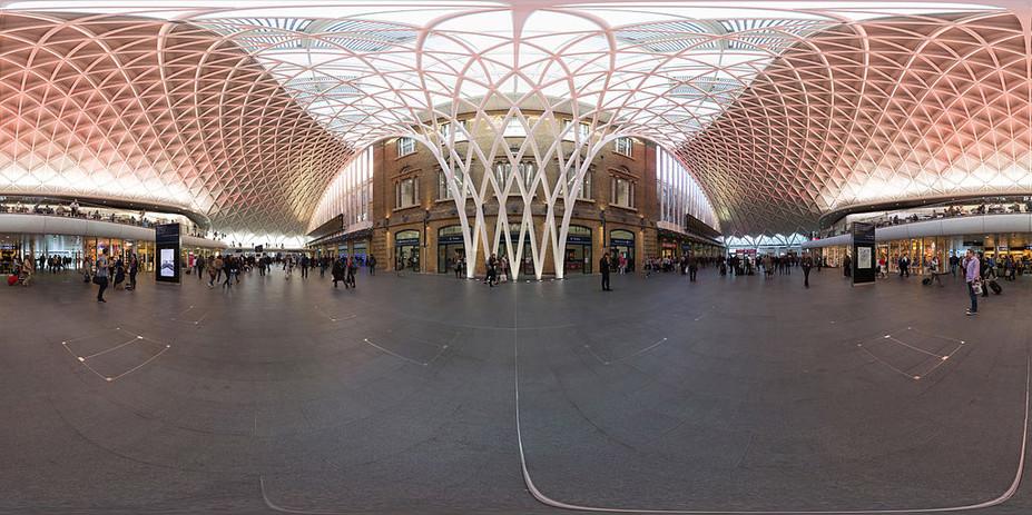 Kings_Cross_Railway_Station_Concourse_36