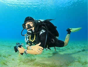 diver-in-control_edited.png