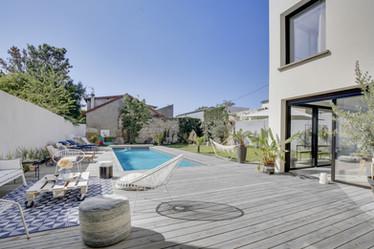 Terrasse grise piscine