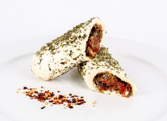 Rollo de queso filadelfia relleno de cebolla carameliza y pimenton asado