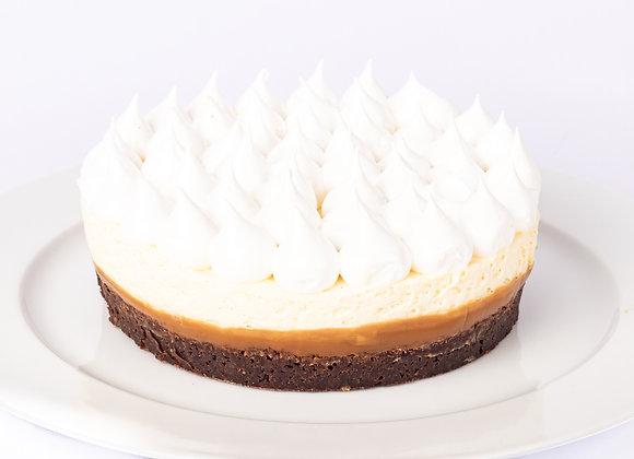 Kuchen de brownie, manjar, crema y merengue