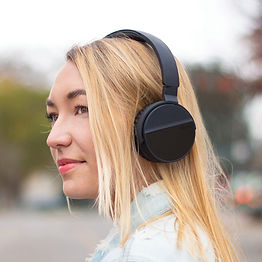 Lunatune-Lifestyle-headphones.jpg