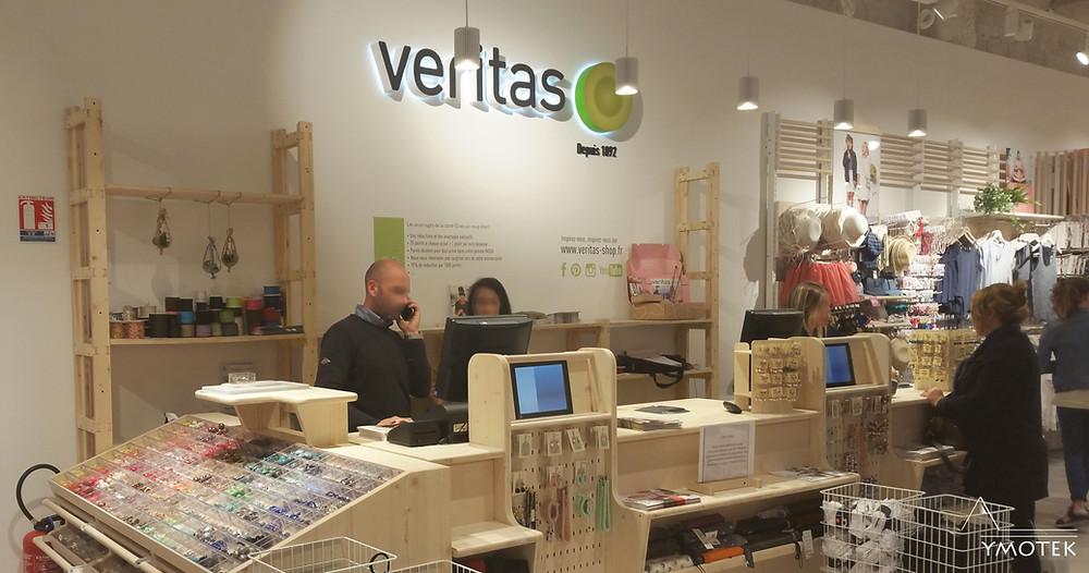 Magasin Veritas réalisé par YMOTEK, éclairé aux ampoules LED
