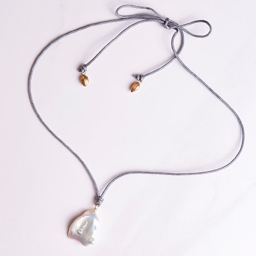 Freshwater Petal Pearl w/ inset Diamond Necklace