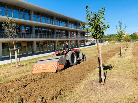 La coopérative agricole prépare la parcelle pour le semis paysans de la fête du quartier!