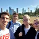 Csoportkép Houston egyik belvárosi parkjában.