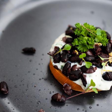 idee: Süsskartoffel mit joghurt-Dipp und schwarzen Bohnen
