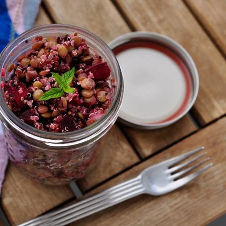 Quinoasalat mit Berglinsen und rote Bete