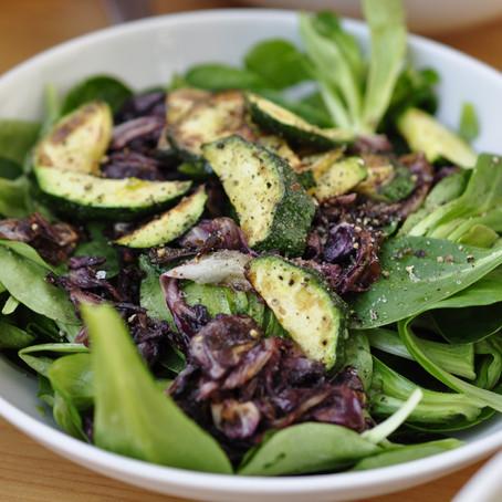 + Feldsalat mit karamelisiertem Radicchio und Zucchini